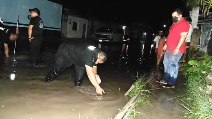 PROCIVY Y POLICÍA CIERRAN CALLES INUNDADAS EN VALLADOLID PARA EVITAR ACCIDENTES.