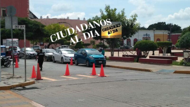Motuleños piden se le cobre infracción a regidora por estacionarse en franja amarilla