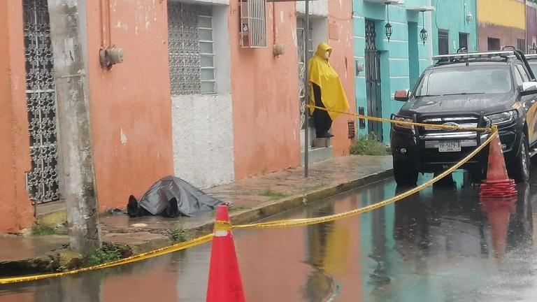 Encuentran un cadáver en calles del centro de Mérida