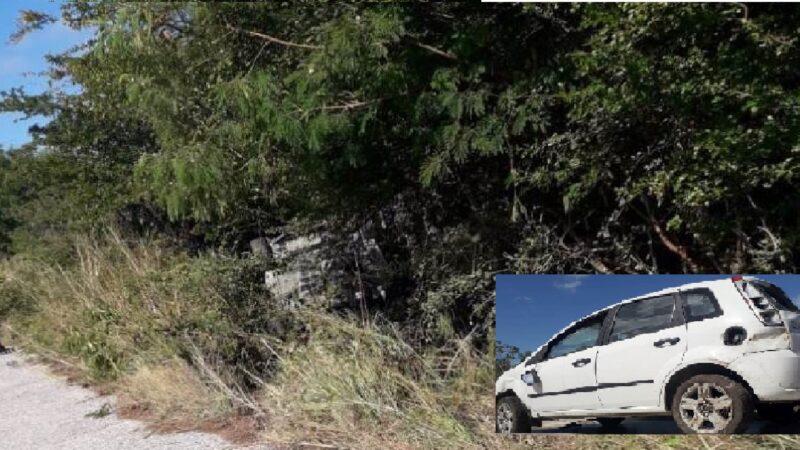 Vuelca y abandona su Ford Fiesta en el tramo Río Lagartos- San Felipe