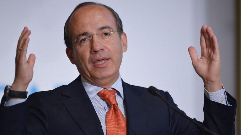 Felipe Calderón acusado por traición a la patria y terrorismo