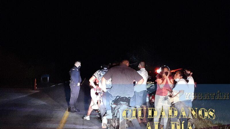 Jóvenes motorizados invaden por las noches el malecón de Dzilam de Bravo.