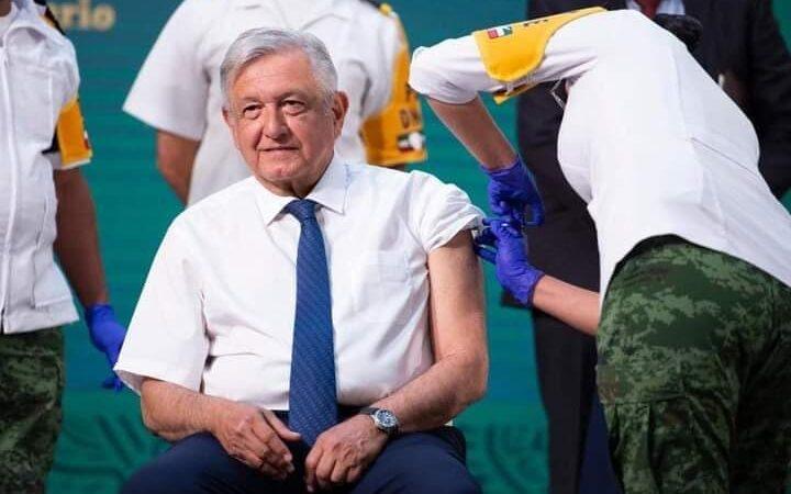 """Esta mañana López Obrador """"cabeza de algodón"""" se vacuno contra el Covid-19"""