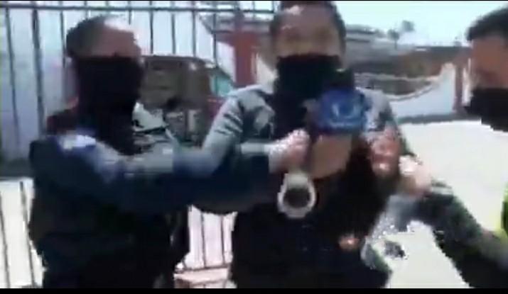 (vídeo) Reportero es arrestado por policías de Tijuana durante una transmisión en vivo