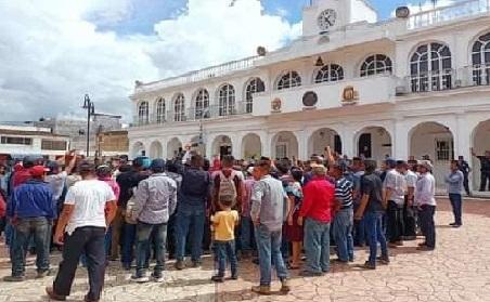 Retienen a funcionario del IMSS en Ocosingo por la muerte de la maestra Ivonne