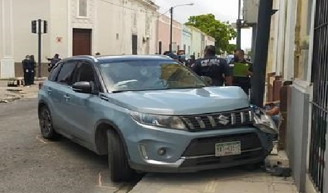 Por manejar despistado un motociclista chocó y se fracturo la clavícula en Mérida