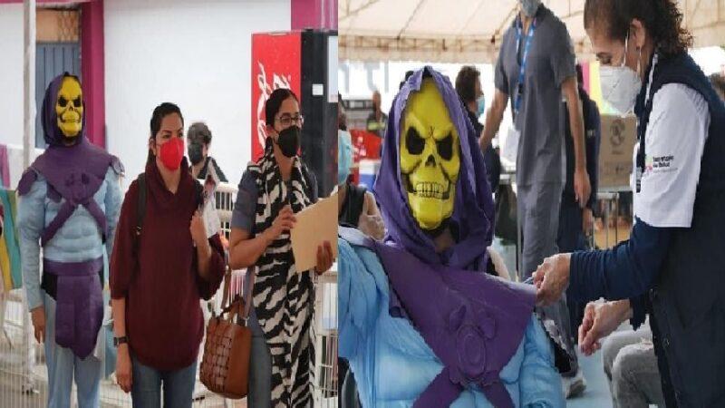 El Skeletor de Morelia, en Michoacán se vacunó contra el Covid- 19.