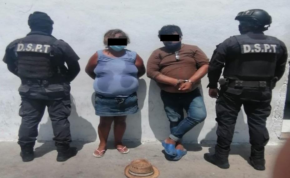 Par de ratas de Progreso, agreden a policías para no ser arrestados.