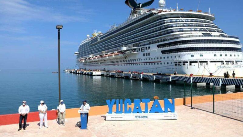 (Video) Prestadores de servicios a golpes se disputan a los turistas del Crucero Carnival Breeze