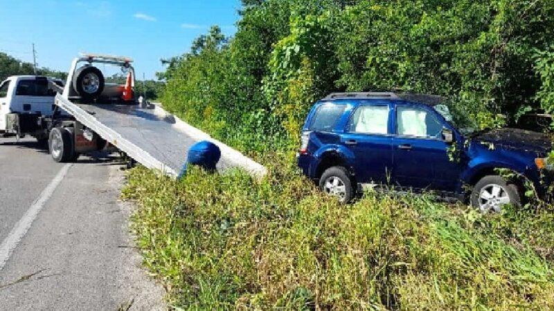 Evita chocar contra otro vehículo, pero se sale de la carretera Tizimín- Valladolid
