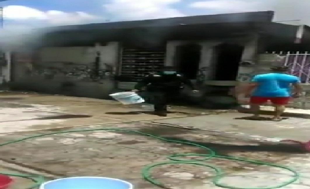 Se incendia una casa abandonada en la colonia Fidel Velázquez, en Mérida.