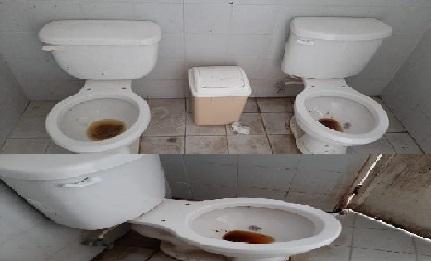 Los baños del palacio de Telchac Puerto están asquerosos, denuncian turistas extranjeros