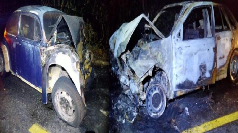 Dos Volkswagen chocan y se incendian en de la Caleta de Progreso