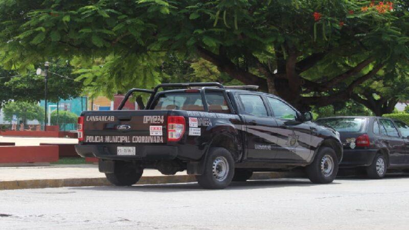 Policías de Cansahcab estacionan en franja amarilla y abandonan por más de dos horas una patrulla en Motul.