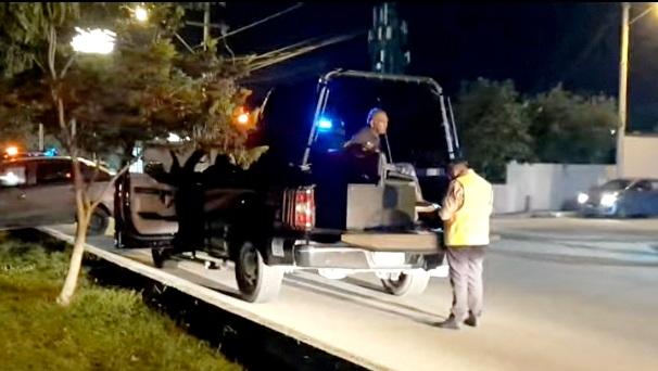 Ebrio veterano presta un vehículo y choca frente Zoológico Animaya